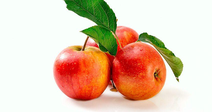 Bild vn der drei roten Äpfeln der Sorte Rubinette
